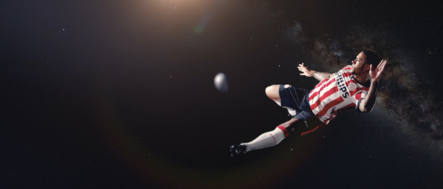 Philips PSV Space Challenge Depay In Action