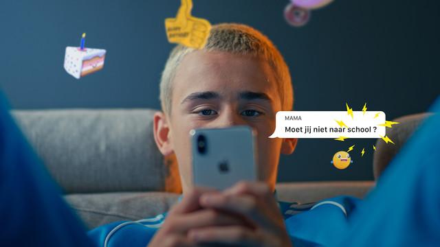 Telefoon in je zak Ogen op de weg Stichting Yannick Emojis VFX