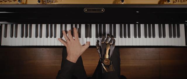 3D Animatie in combinatie met film - Brainport Eindhoven Piano met robothand