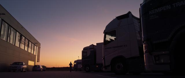 Kempen Transport Bedrijfsfilm Trucks in de ochtend