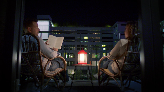 Philips Abelia LED Portable Lantern uitzicht vanaf balkon
